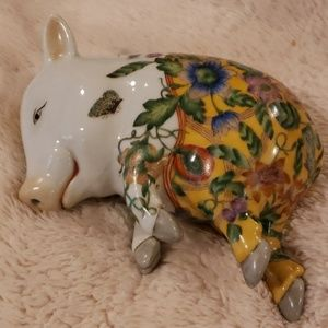 Gorgeous, vintage hand-painted Asian pig-  Rare!